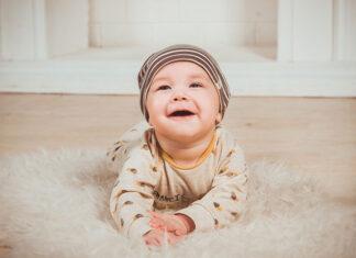 Jak mądrze kupować odzież niemowlęcą