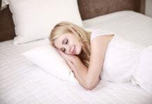 Czy warto mieć w sypialni poduszkę z pierza