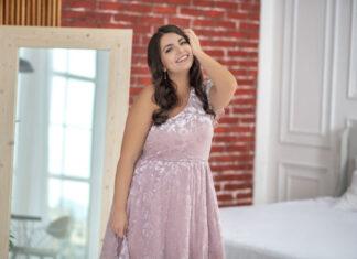 Jaka sukienka na wesele dla puszystej osoby